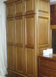 Дерев'яні шафи для спальні-03