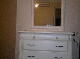 Комод білий з дзеркалом