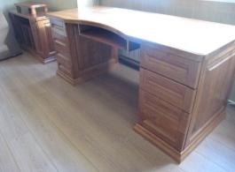 Стіл офісний з дерева