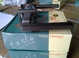 Ручка Tesla на квадраті-02
