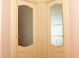 Купити двері міжкімнатні з дерева білі