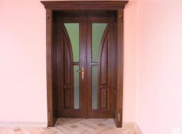 Класичні міжкімнатні двері в вітальню подвійні