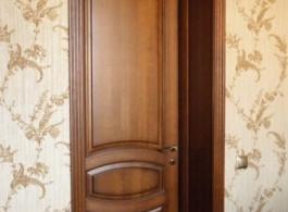 Міжкімнатні двері в класичному стилі глухі