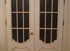 Класичні дерев'яні двері зі склом двополі