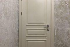 Білі двері в класичному стилі