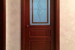 Коричневі міжкімнатні двері на замовлення в класичному стилі