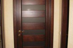 Коричневі міжкімнатні матові двері Modern