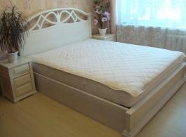 Двоспальні ліжка з дерева-12