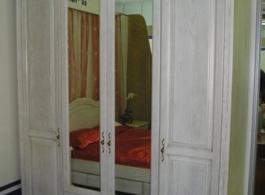 Дерев'яні шафи для спальні-15