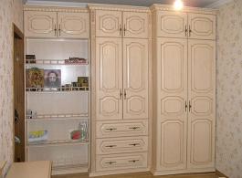 Дерев'яні шафи для спальні-24