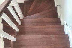 Дерев'яні двомаршеві сходи з забіжними сходинками