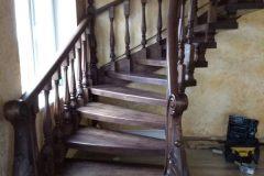Купити коричневі сходи в будинок