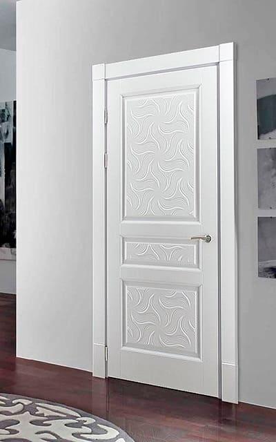 Білі авторські двері з дерева в сучасному інтер'єрі