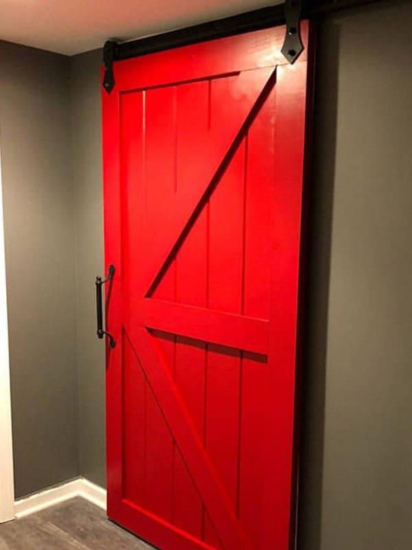 Глухі роздвижні червоні міжкімнатні двері з масиву у стилі Лофт